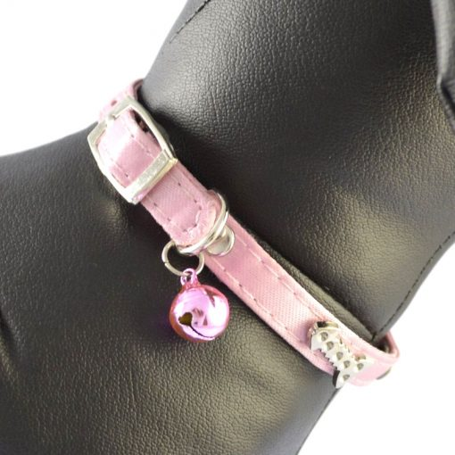 A pet collar with a small bell. Suitable for kittens and puppies Multi-color optional 11.5 inch