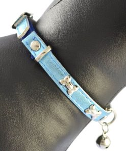 A pet collar with a small bell  Suitable for kittens and puppies Multi-color optional 11.5 inch