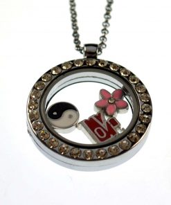 18+ 2-inch Photo box necklace. There are special accessories to choose from No accessories