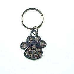 Pets use a pendant . Larger buckles are easy to use.