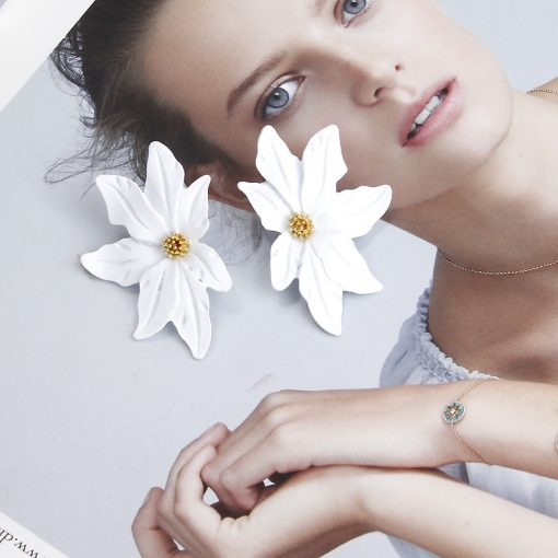 Flower earrings Korean personality versatile temperament earrings personality simple earrings hipster network popular earrings female YLX-046
