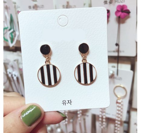 New geometric round earrings Korea retro exaggerated drop oil black and white earrings YLX-111
