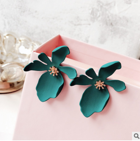 Korean version of daisy petals earrings female personality exaggerated long earrings Korean temperament wild ear jewelry YLX-047
