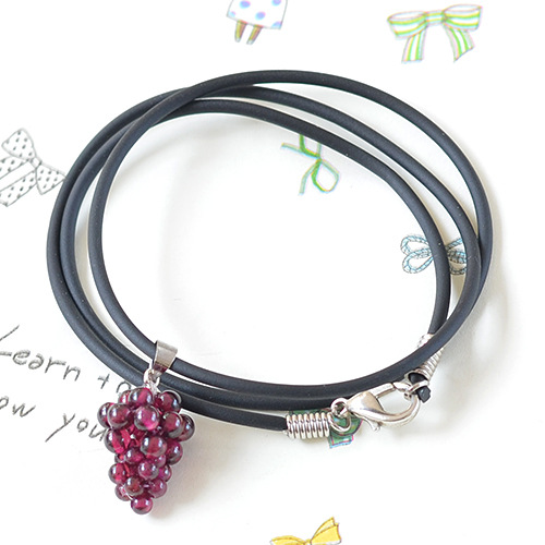 Fine AAA grade garnet grape necklace with leather rope wholesale GLGJ-172